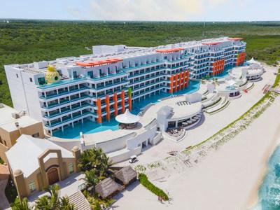 Nickelodeon Hotels & Resorts Riviera Maya, panorámica edificio frente a la playa (PRNewsfoto/Karisma Hotels & Resorts)
